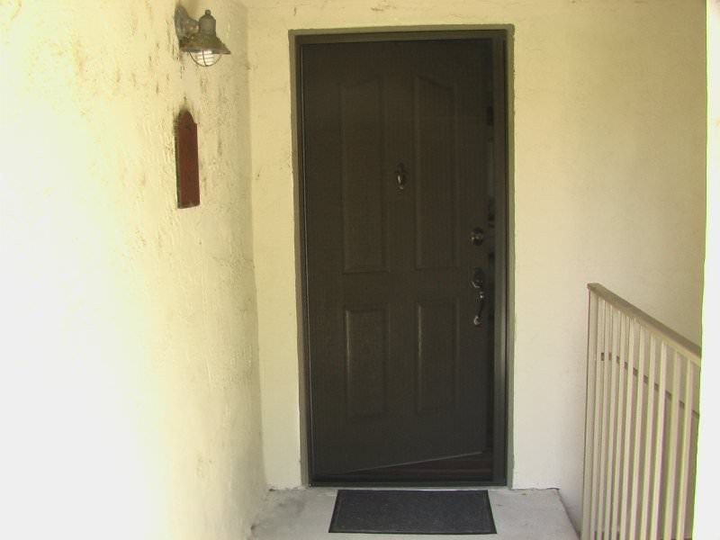 Plisse Condo - Outside - In Use - Door Closed