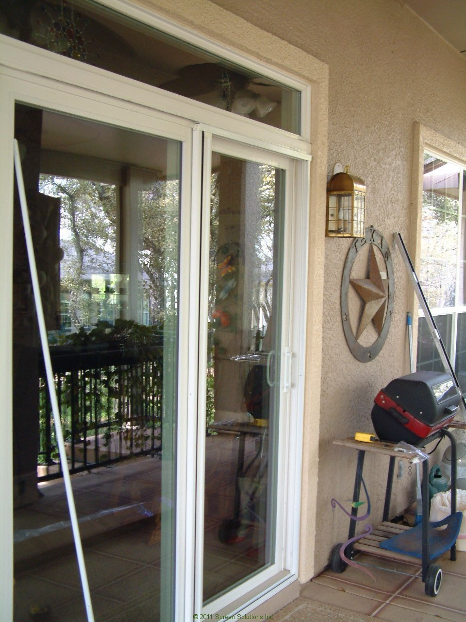 Plisse single door retractable screens invisible screen for Retractable patio doors